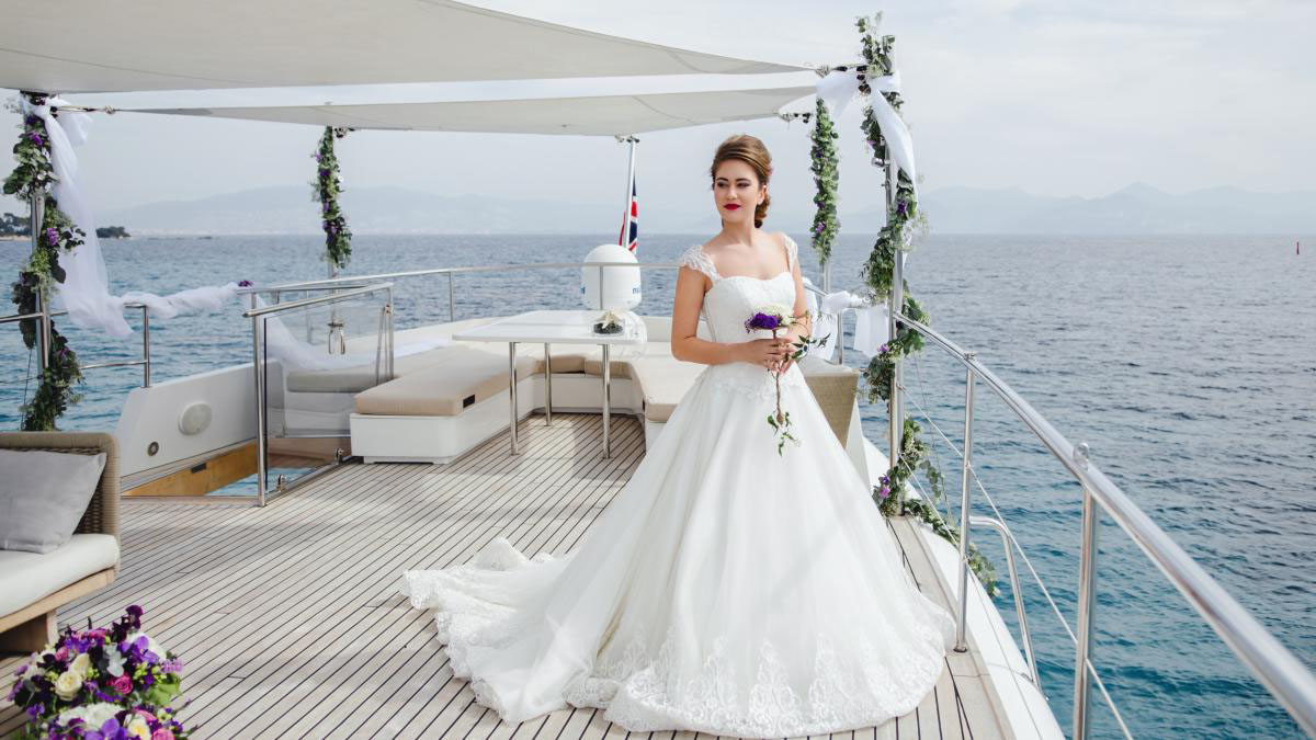 Teknede düğün için gelinlik modeli