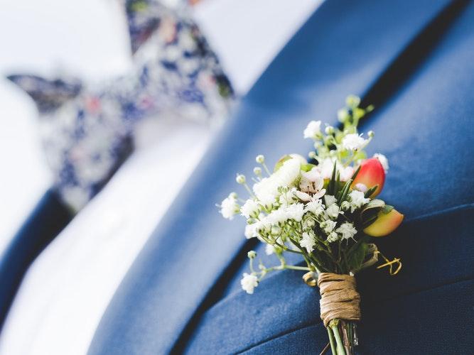 Damatlar İçin 5 Müthiş Yaka Çiçeği Önerisi