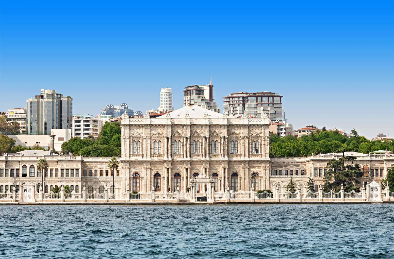 Boğazda Görkemli Yapı: Dolmabahçe Sarayı ve Hikayesi