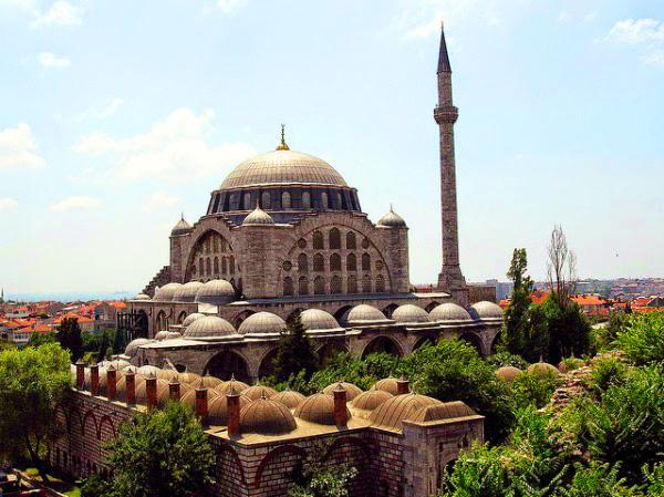 Haseki Sultan Külliyesi ve Camisi