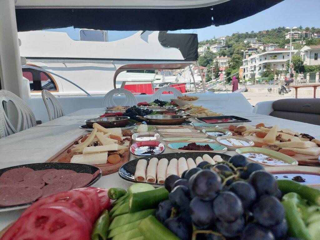 teknede kahvaltı menüsü